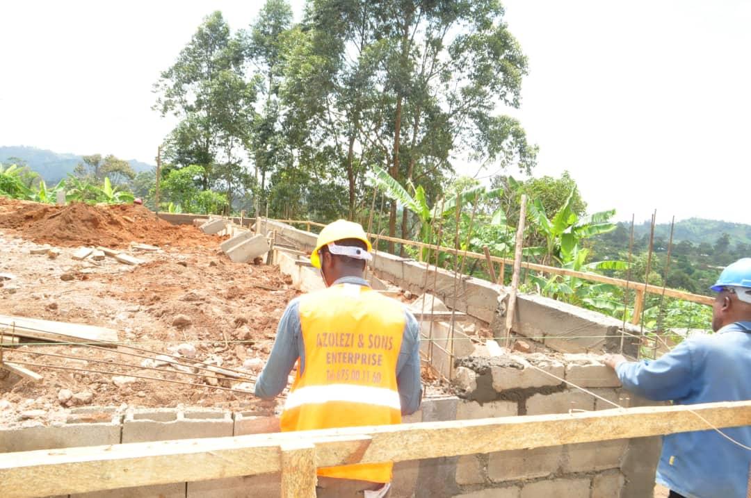 Amélioration des infrastructures sanitaires à Fongo-Tongo : le CMA en dégradation avancée se dote d'un bloc opératoire grâce à la diligence du Maire Paul DONGUE de Fongo-Tongo