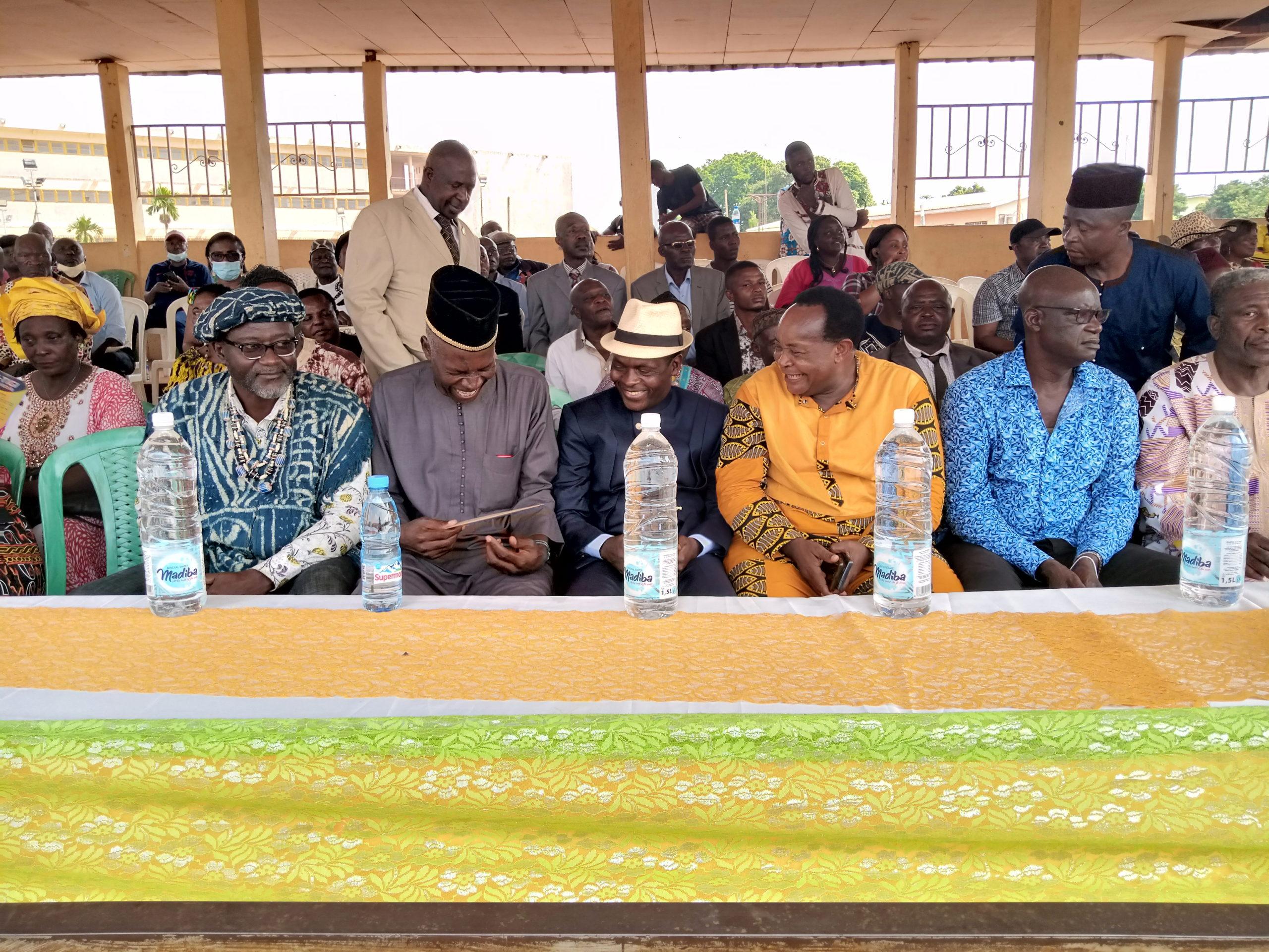 Soutien au mouvement sportif Fongo-Tongo dans l'ensemble : la reprise monumentale de Paul DONGUE en pleine surface de réparation à Yaoundé