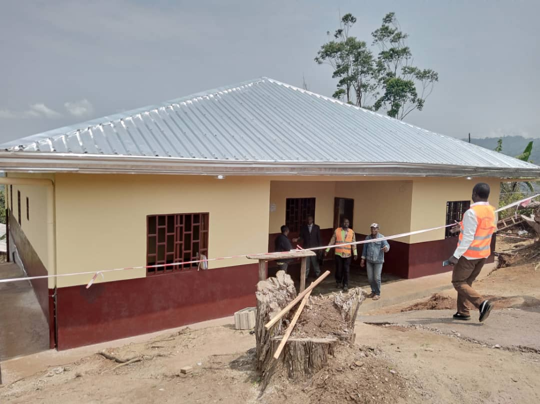 Amélioration des infrastructures sanitaires à Fongo-Tongo : le bloc opératoire du Centre Médical d'Arrondissement réceptionné