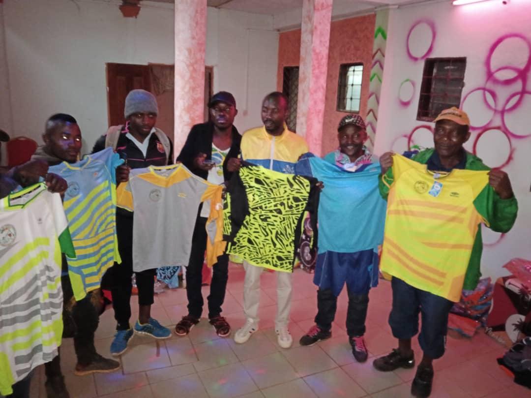Championnat de l'Unité de Fongo-Tongo : reprise instantanée et victorieuse de Paul DONGUE en pleine surface de réparation