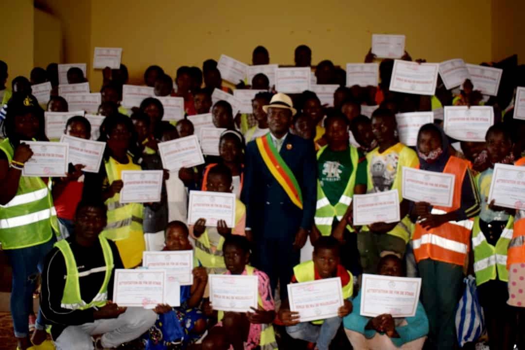 Remise des parchemins et primes de stage aux 101 stagiaires de la Commune de Fongo-Tongo : Effervescence totale